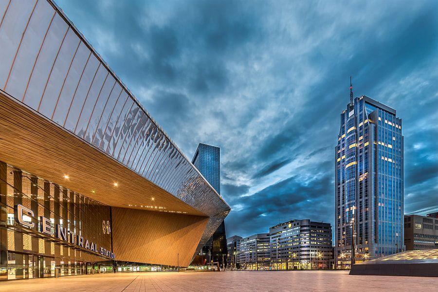 Rotterdam Centraal Station in de avond van Prachtig Rotterdam