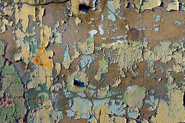 Mooie oude betonnen fabrieksmuur met oude verfresten van Gerard Veerling