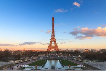 Zonsondergang Eiffeltoren van Dennis van de Water