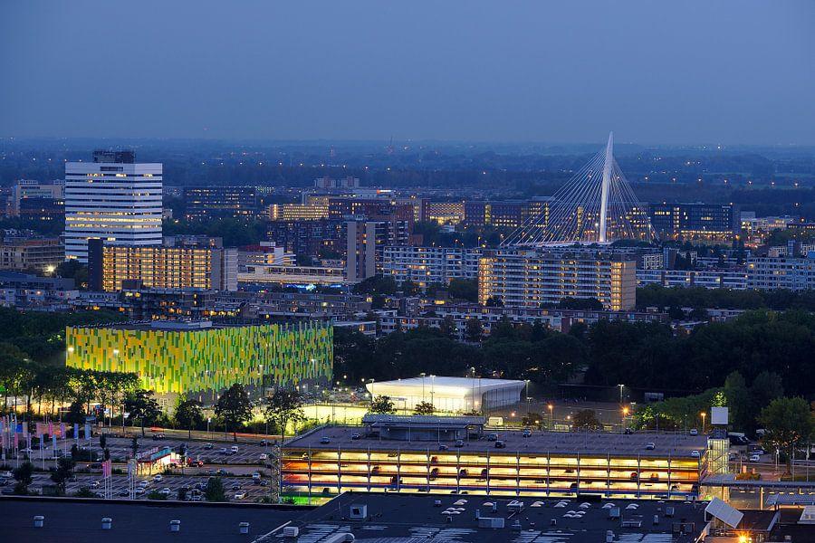 Zicht op Transwijk en Kanaleneiland in Utrecht van Donker Utrecht