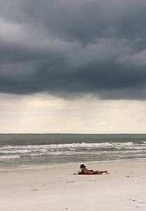 Boek op het strand van