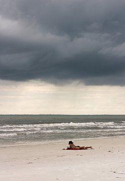 Boek op het strand sur Kim Verhoef
