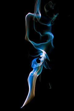 Farbiger Rauch in Blau, Weiß und Beige von Gert Hilbink