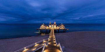 Seebrücke im Seebad Sellin auf der Insel Rügen am Abend von Werner Dieterich