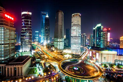 Shanghai in de avond van Marcel Samson