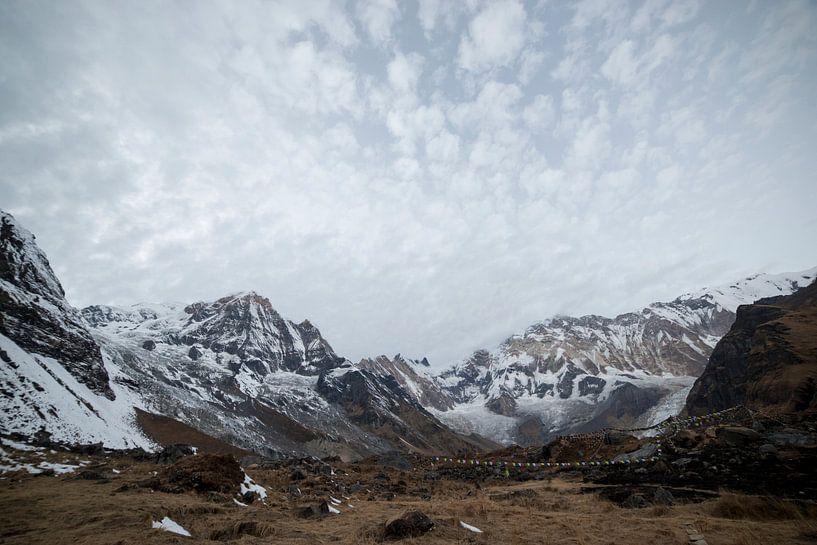 Uitzicht over Annapurna Base Camp Nepal van Ellis Peeters