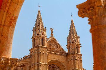 Fragment van de kathedraal van Santa Maria. Majorca, Spanje. van Yevgen Belich