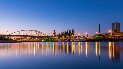 De skyline van Arnhem met de John Frostbrug van