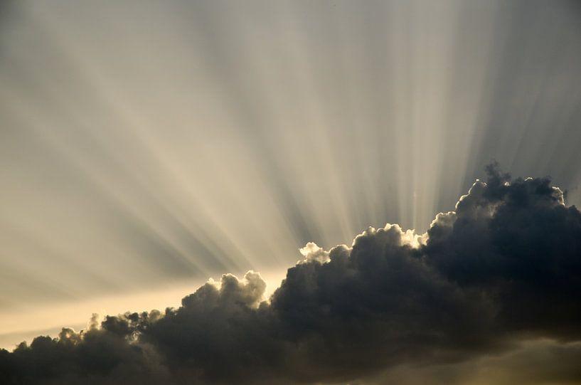 Achter de wolken schijnt de zon sur Jaco Verheul