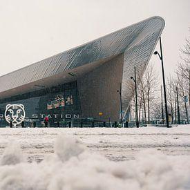 La gare centrale de Rotterdam dans la neige sur Paul Poot