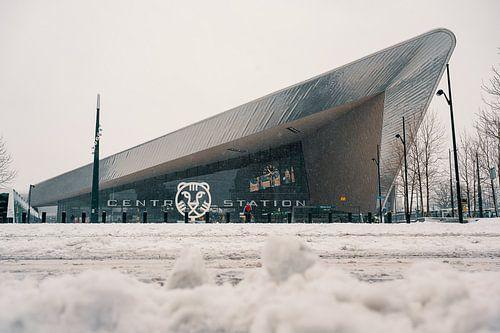 La gare centrale de Rotterdam dans la neige