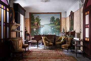 Verlassenes antikes Wohnzimmer. von Roman Robroek