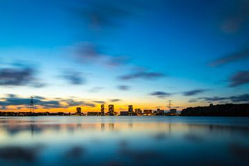 Avondfoto skyline Almere - 3 von Dennis Kuzee