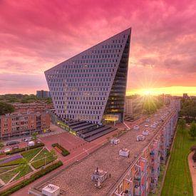 Stadskantoor Gemeente Den Haag tijdens zonsondergang van Rob Kints