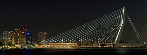 Passerende boot in de nacht