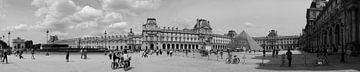 Louvre Panorama (zwartwit) van Sean Vos