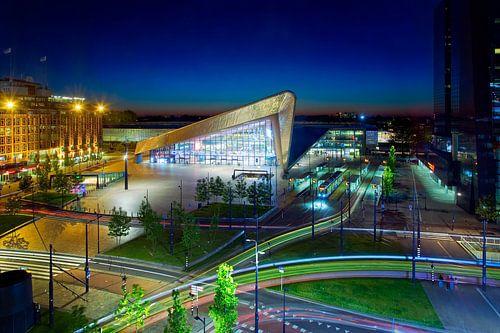 Rotterdam Centraal nachtfoto met lichtstrepen