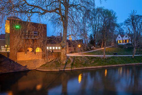 Avondfoto stadsgezicht Louis Hartloopercomplex en Bastion Manenborgh Utrecht