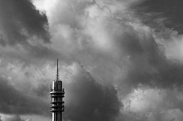 De storm boven het Wormer- en Jisperveld geeft een prachtig landschap van Studio de Waay