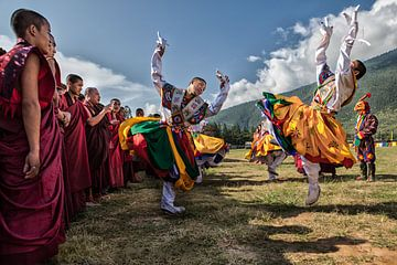 Bhutanese dansers op het Wangdi Festival in Bhutan. One2expose Wout Kok van
