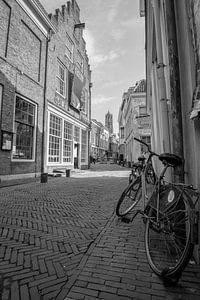 Uitzicht op de Dom vanuit de Slachtstraat in Utrecht van