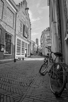 Uitzicht op de Dom vanuit de Slachtstraat in Utrecht van Kaj Hendriks