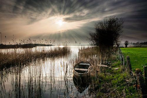 Zonsondergang boven een Nederlands landschap