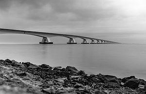 le pont zeeland en noir et blanc