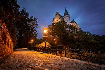 Schloss Vianden, Luxemburg während der blauen Stunde von Chris Snoek