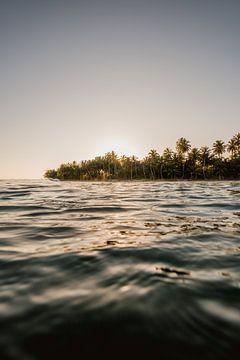 Zonsondergang tropisch eiland