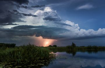 Kinderdijk na het onweer. van Rick Bekker