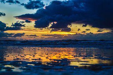 Zonsondergang in Katwijk. van Arie  van Duijn