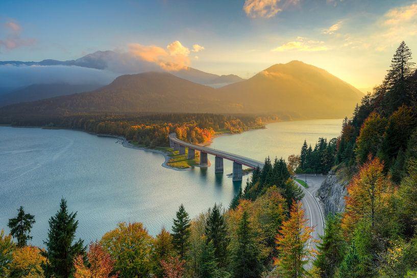 Herbst am Sylvensteinsee in Bayern von Michael Valjak