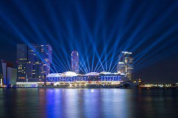 Lichtshow AIDAprima te Rotterdam van Anton de Zeeuw