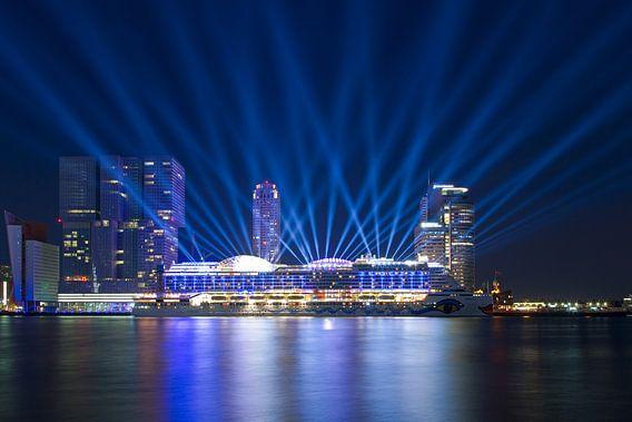 Lichtshow AIDAprima te Rotterdam