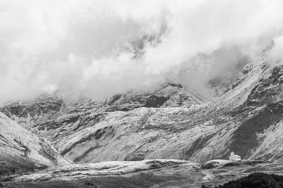 Silvretta hochalpenstrasse in Oostenrijk in zwart-wit