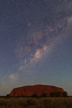 Galaxie über dem Uluru, Australien von Marcel Saarloos
