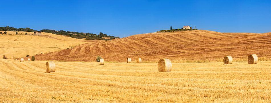 Toscane panorama van Dennis van de Water