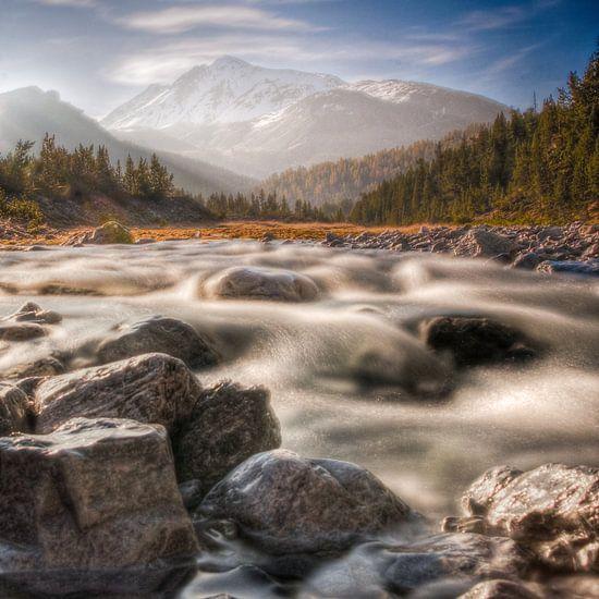 Riviertje in Zwitserse Alpen van  Bas Wolfs