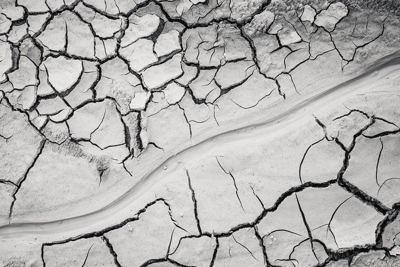Trockene rissige Erde in Hverir Island von Michèle Huge