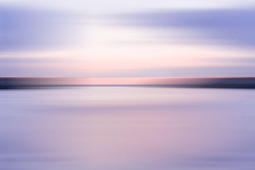 Paarse zonsondergang bij Scheveningen van MICHEL WETTSTEIN