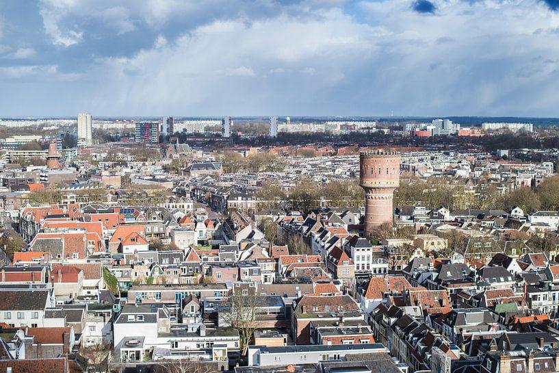 Uitzicht over de Utrechtse binnenstad met de watertoren aan de Lauwerhof van De Utrechtse Internet Courant (DUIC)