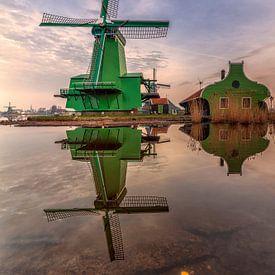 Een windstil Zaanse Schans  van Dennisart Fotografie