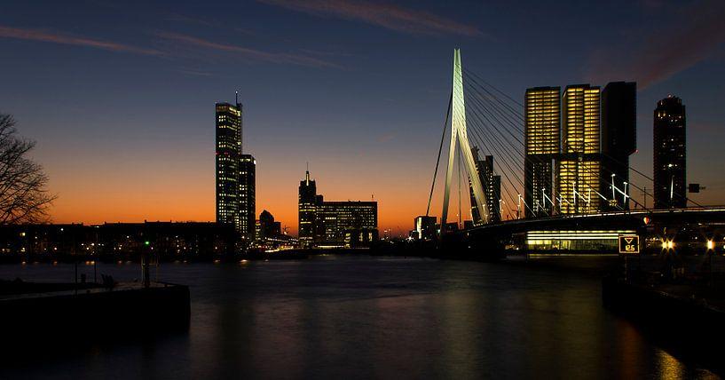 Ochtendgloren over Rotterdam (panorama) van Jan Pott