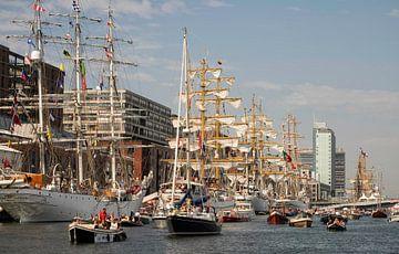 Zeilschepen langs de Veemkade