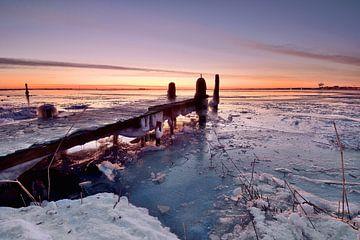 Steiger Durgerdam onder winterse omstandigheden. van John Leeninga