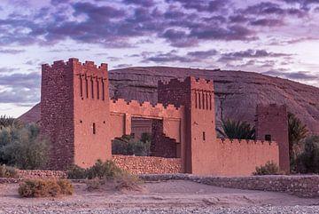 Porte de la ville d'Ait Ben Haddou, Maroc sur Maarten Hoek