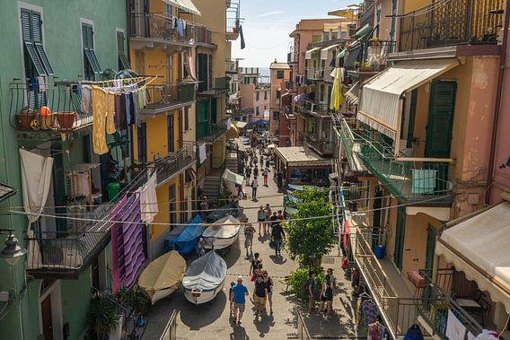 Straatjes in Riomaggiore / Cinque Terre van Edwin Mooijaart