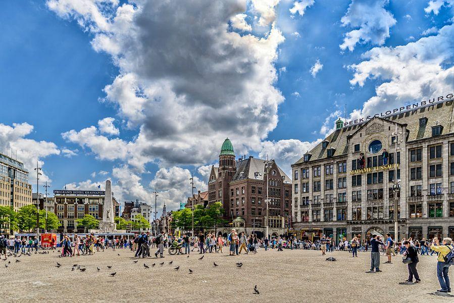 De Dam in Amsterdam in het voorjaar.