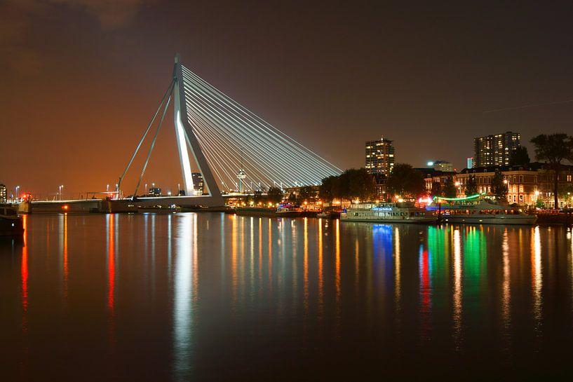 Rotterdam bij nacht van Michel van Kooten